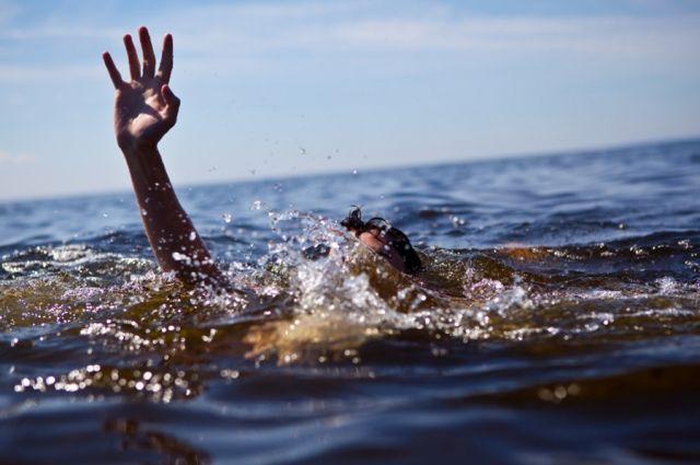 Настоящий герой: днепровский патрульный вытащил из воды самоубийцу