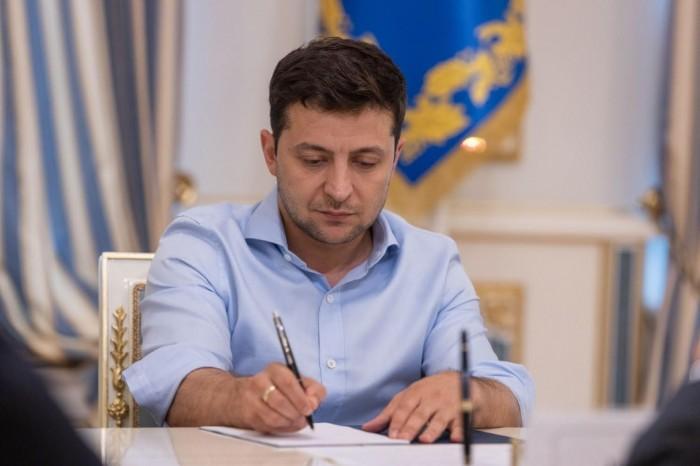 Президент Зеленский пытался назначить своему отцу пожизненную стипендию
