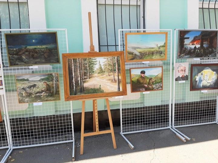 На Днепропетровщине презентовали выставку картин советского пограничника