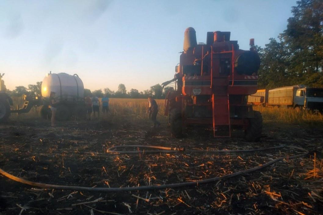Сгорел на работе: под Днепром пылал зерноуборочный комбайн