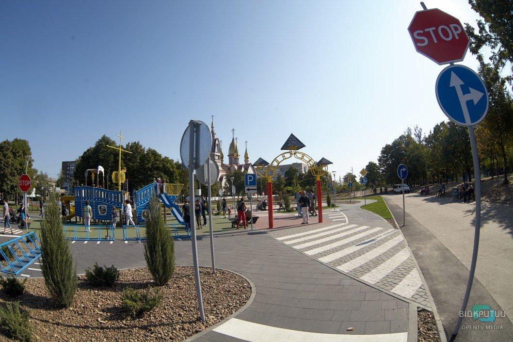 Солнечные батареи и мини-трасса: в Днепре на левом берегу открыли детский технопарк (ФОТО)