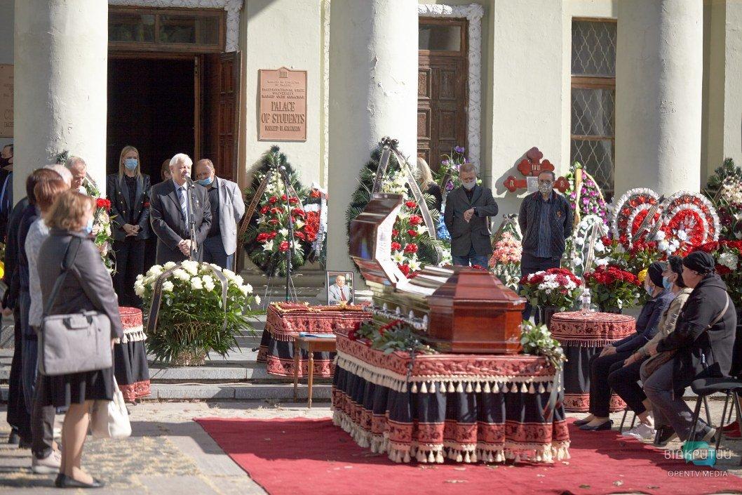 Как в Днепре прощались с ректором ДНУ Николаем Поляковым (ФОТОРЕПОРТАЖ)