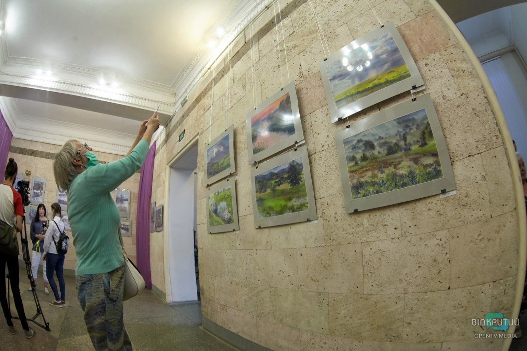 """В Днепре открылась выставка картин """"Акварельное адажио"""" (ФОТО)"""
