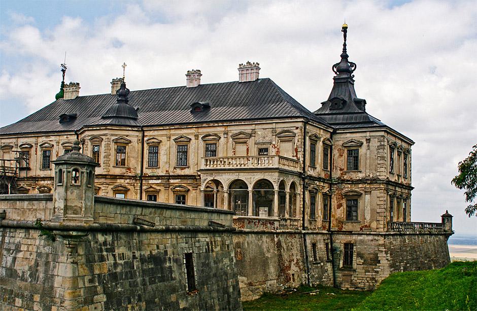 Топ-11 самых красивых замков Украины