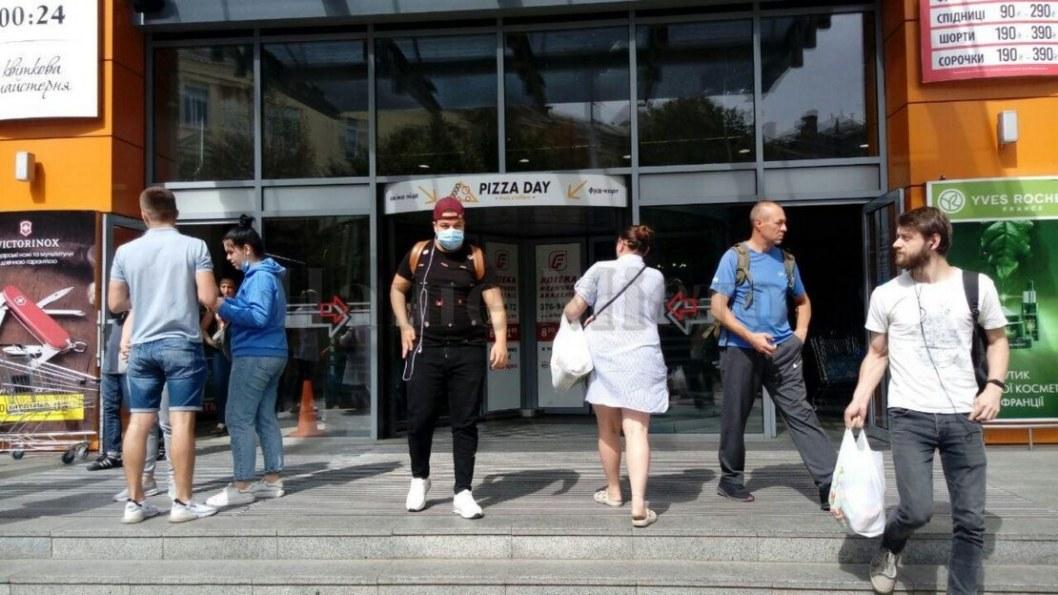 В Днепре сообщают о пожаре в торговом центре: людей эвакуировали