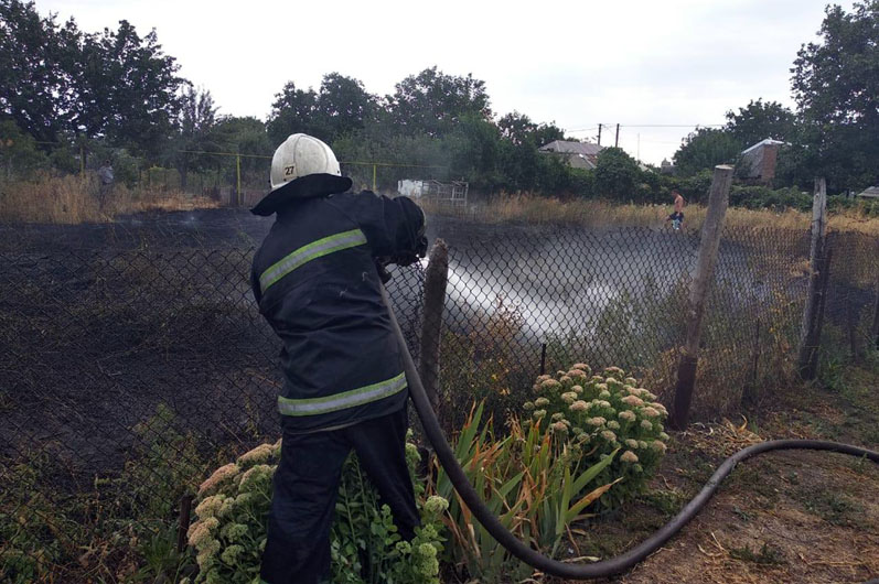 Спасатели сутки тушили пожары на территории Павлограда и Терновки