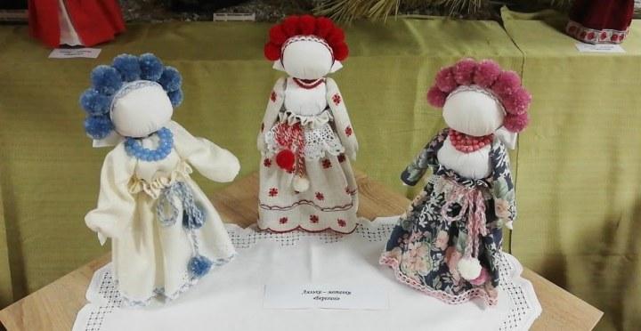 На Днепропетровщине презентовали выставку народных кукол-мотанок