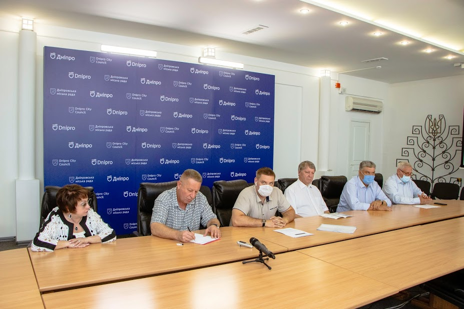В Днепровском горсовете объяснили, как выплачиваются зарплаты медицинским работникам