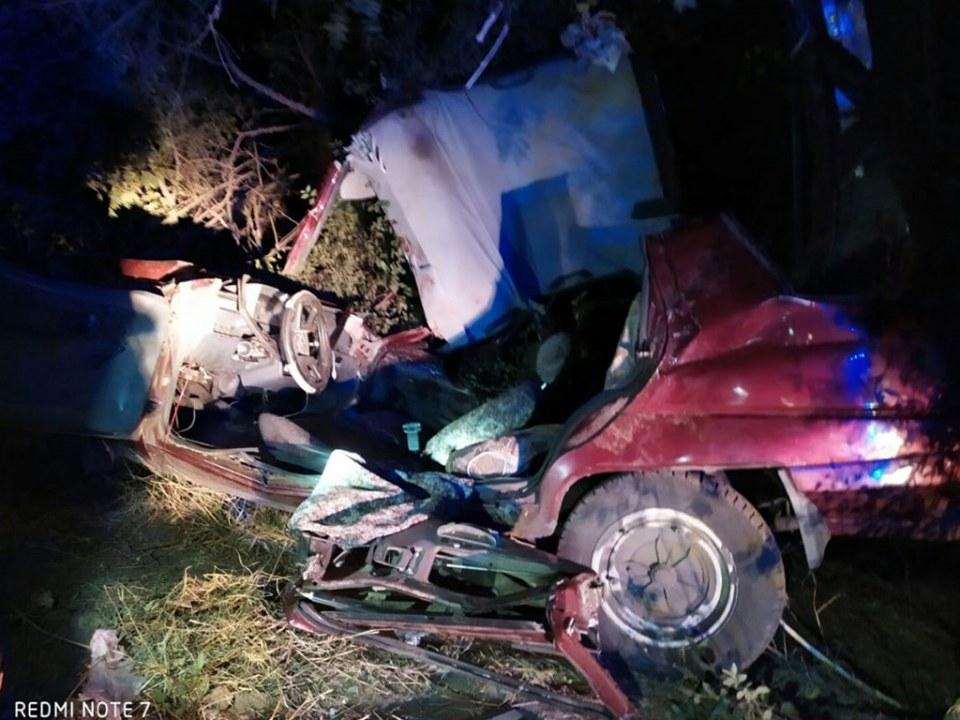 На Днепропетровщине произошла авария: водителя и пассажирку вырезали из автомобиля