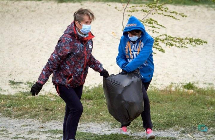 На Днепропетровщине активисты расчистили от мусора реку Самара