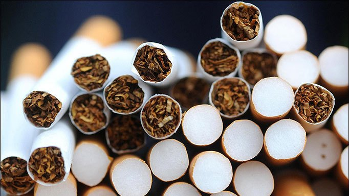 """""""Сухой закон"""" для курящих: в Раду внесли законопроект, который запрещает продавать сигареты ночью"""