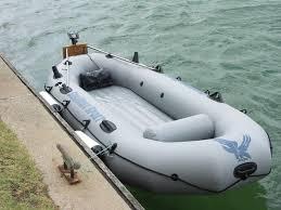 Хотели поплавать: в Днепре задержали двоих воров, укравших надувную лодку
