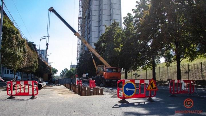 В Днепре коммунальщики прокладывают коммуникации на улице Костомаровской