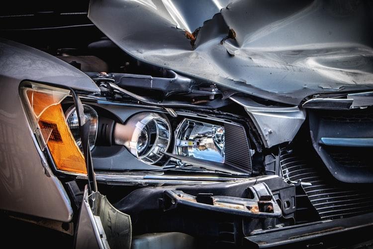 Авария в Днепре: на проспекте Поля столкнулись маршрутка и такси