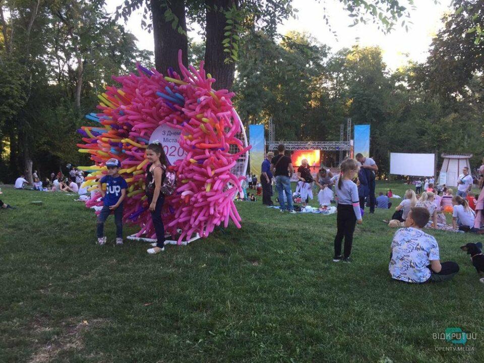 Миньоны и ярмарка: в днепровском парке Зеленый Гай отметили День города (ФОТО)