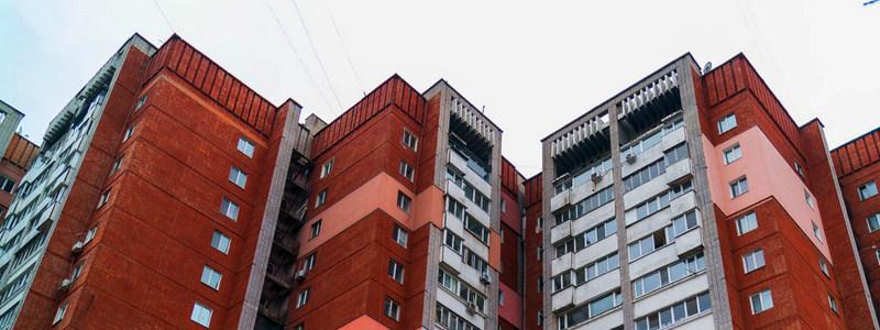 Жители многоэтажки в Днепре боятся остаться без крыши над головой