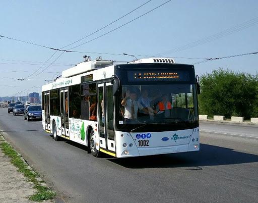 Пассажиры подождут: в Днепре водитель троллейбуса решил сходить за пивом (ВИДЕО)
