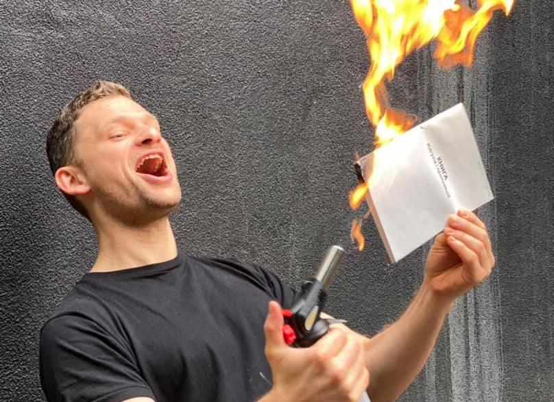 Экс-министр из Днепра призвал работодателей массово сжигать книги жалоб