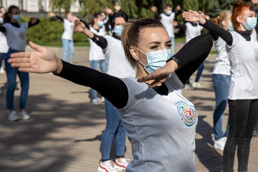Танцы против коронавируса: в Днепре медики провели флешмоб (ФОТО, ВИДЕО)