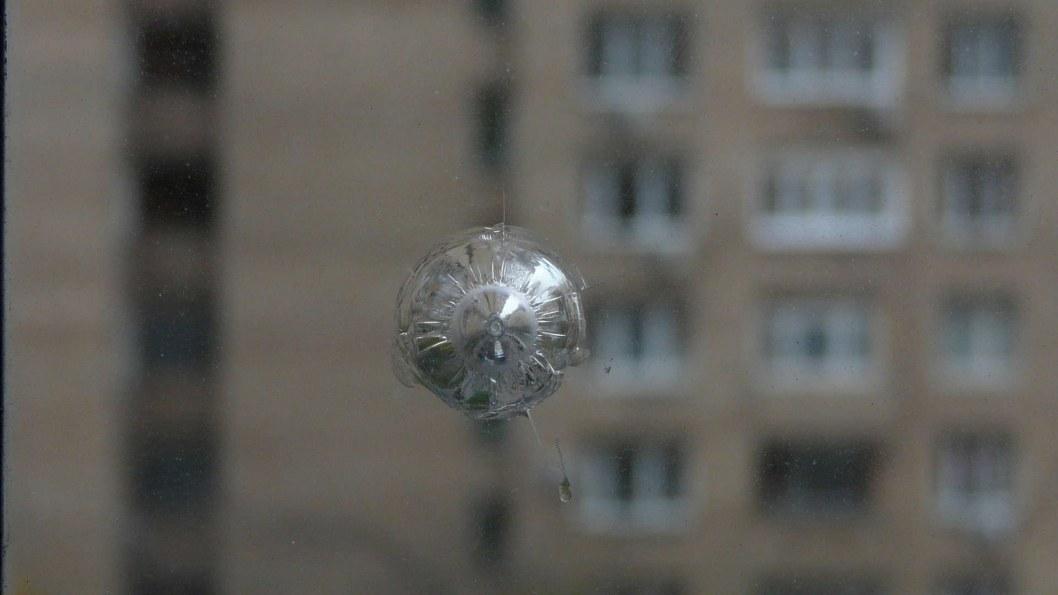 В Днепре неизвестные хулиганы методично обстреливают окна квартир