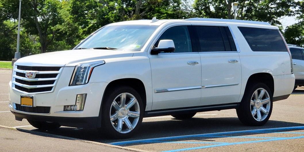 В Днепре Cadillac сбил мужчину: полиция ищет свидетелей смертельного ДТП