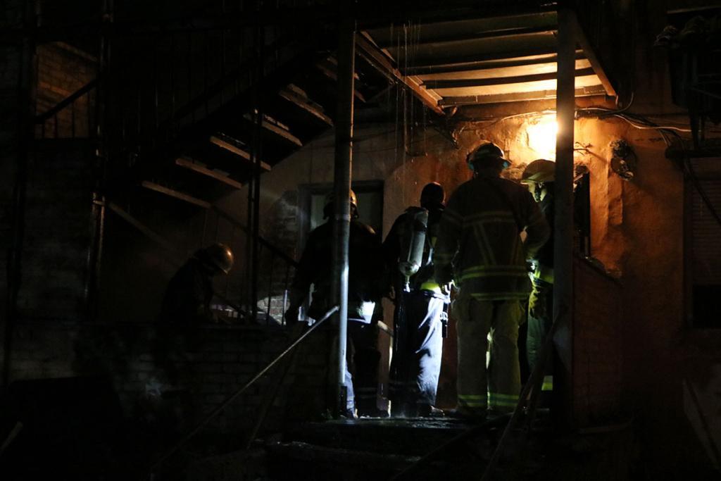 Днепровские спасатели вынесли из огня троих несовершеннолетних детей