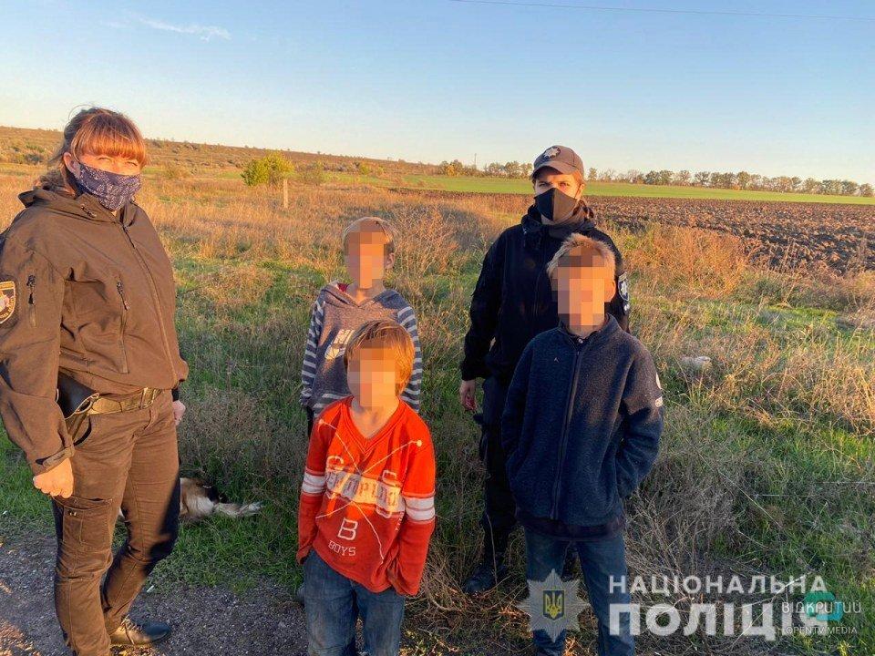 На Днепропетровщине полиция нашла троих детей на железной дороге