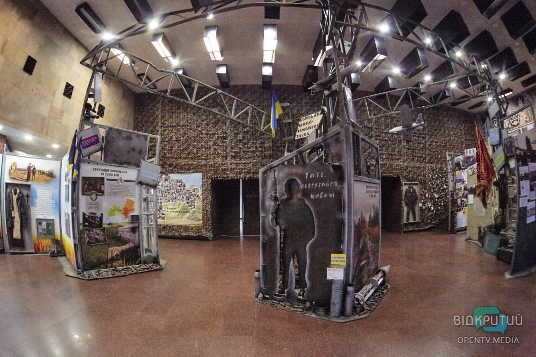 В днепровском Музее АТО представили выставку американского добровольца батальона «Донбасс»