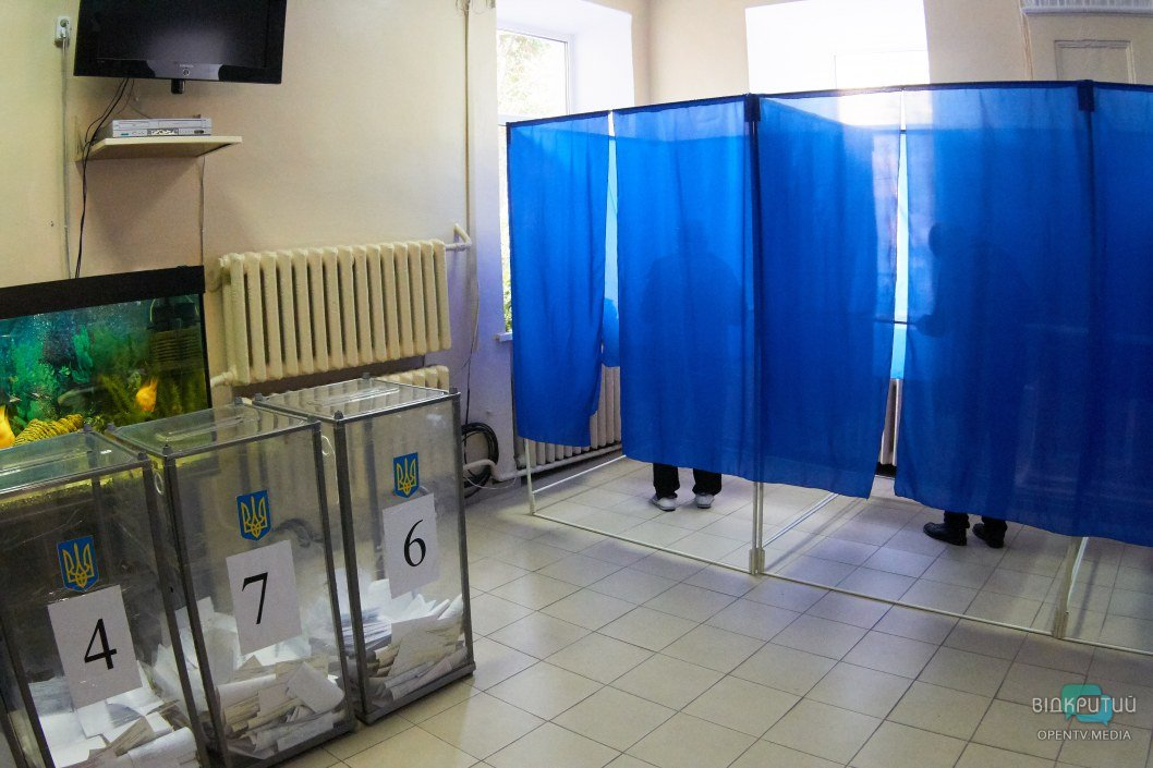 Как избирательные участки Днепра готовят ко второму туру местных выборов