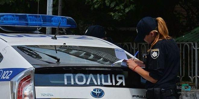 В Кривом Роге мужчина внезапно напал на сотрудницу полиции