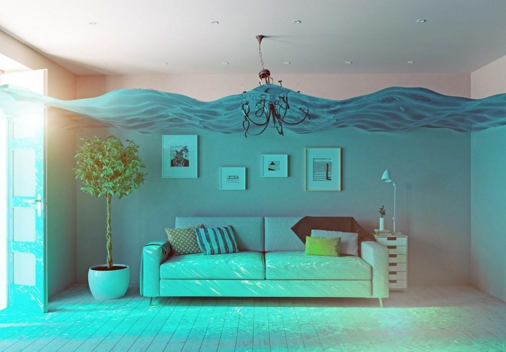 Вода поднялась до электрощитков: в Днепре затопило подвал общежития (ВИДЕО)