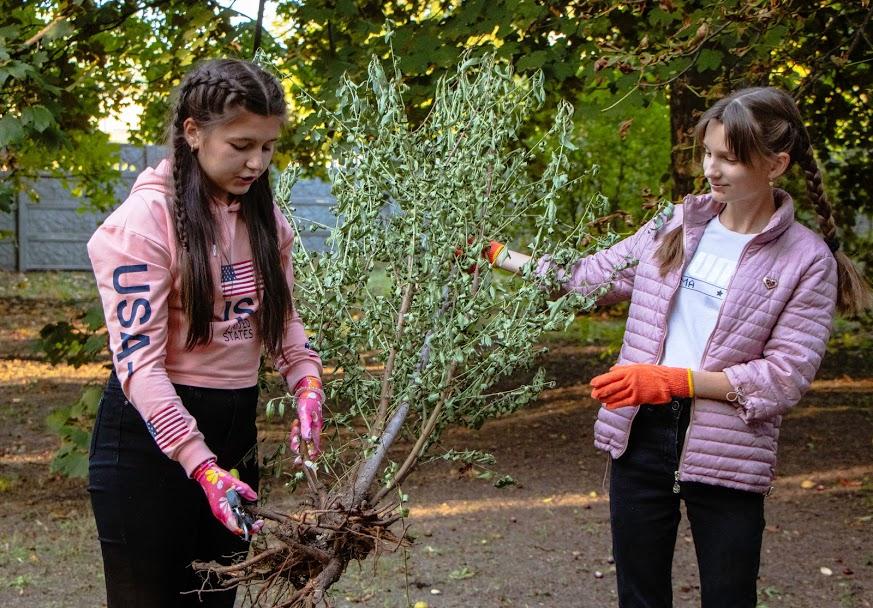 Днепровские юннаты присоединились к городской акции по озеленению