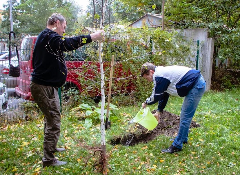 «Дніпро квітучий»: в рамках декадника в городе высадили 70 молодых деревьев