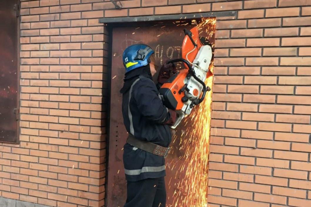 В Кривом Роге пылал магазин: пожар тушили две бригады спасателей
