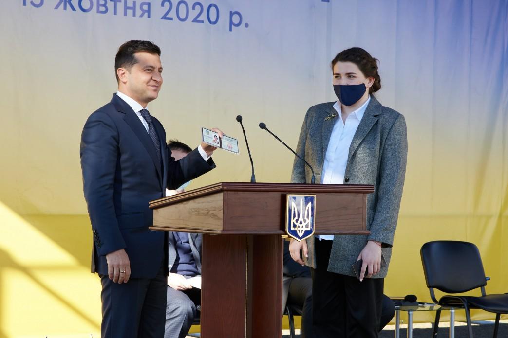 Единственная женщина-губернатор: Зеленский назначил 29-летнюю девушку главой области