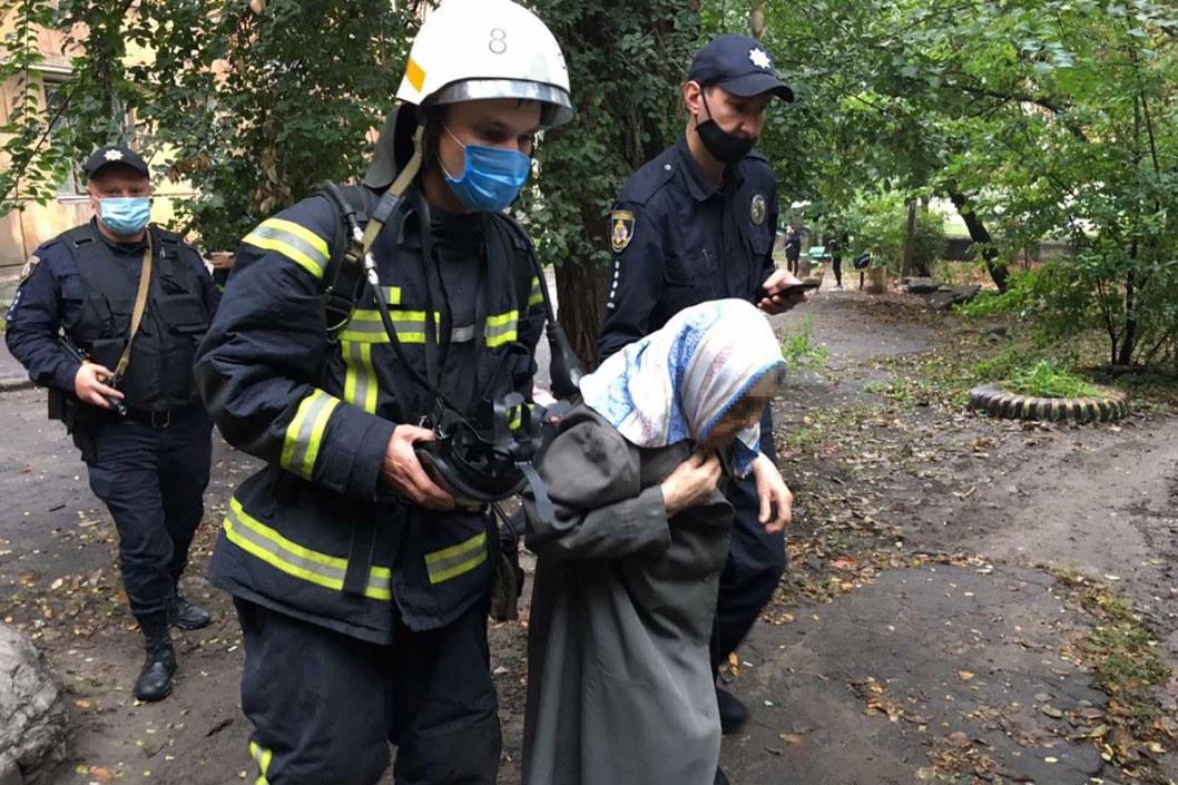 Масштабный пожар: в Каменском спасли жителей многоэтажного дома