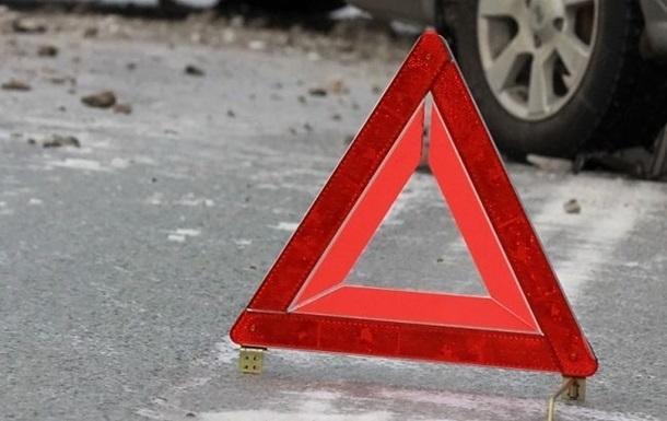 В Днепре на Малиновского пьяный водитель врезался в электроопору