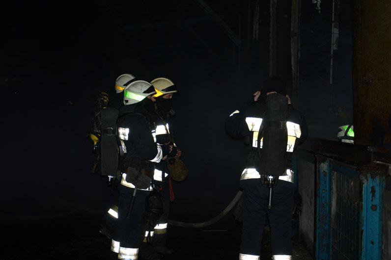 В Днепре горело здание бытового склада