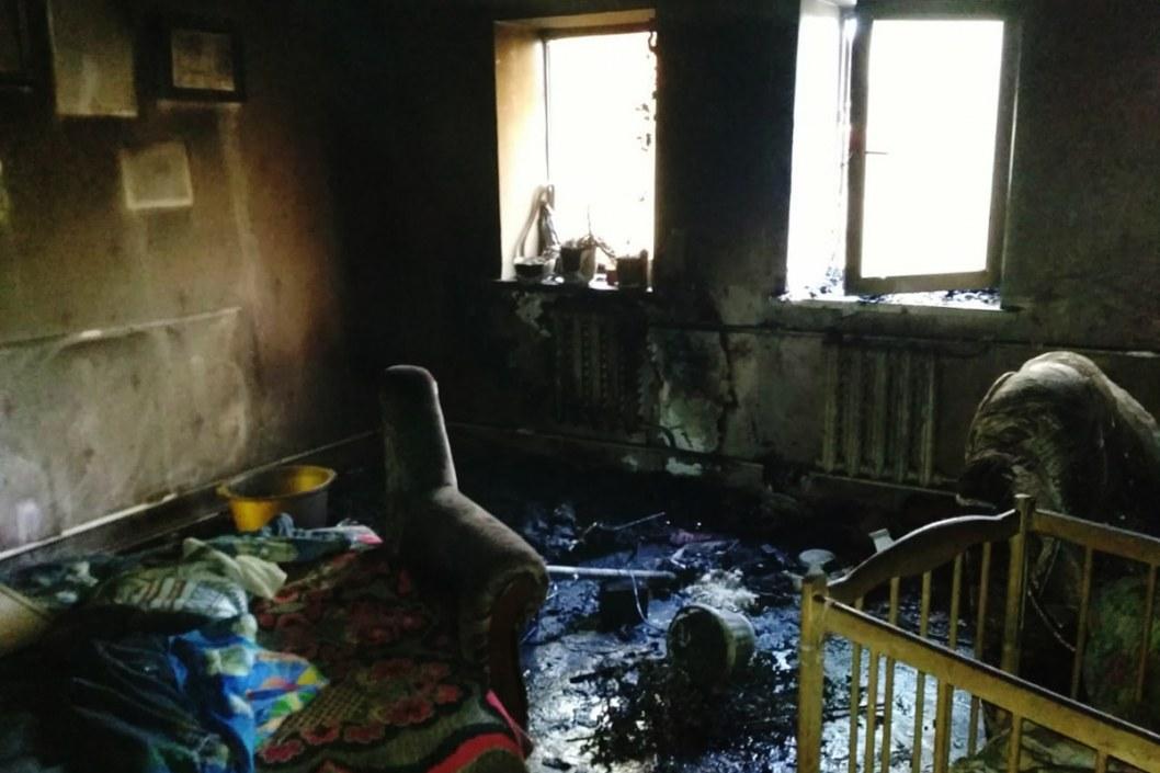Возле Синельникового спасатели тушили пожар в жилом доме