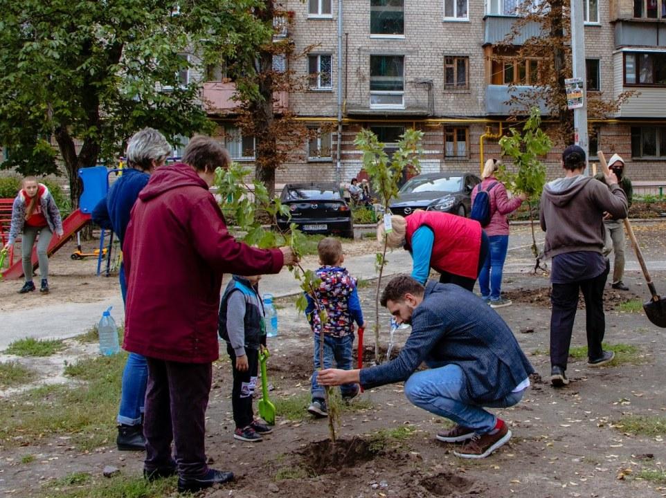 Жители Днепра присоединились к городской акции по озеленению