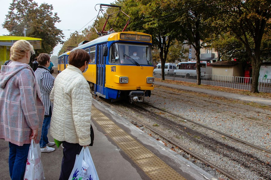 В Днепре на Рабочей появились 9 новых трамвайных платформ (ФОТО)