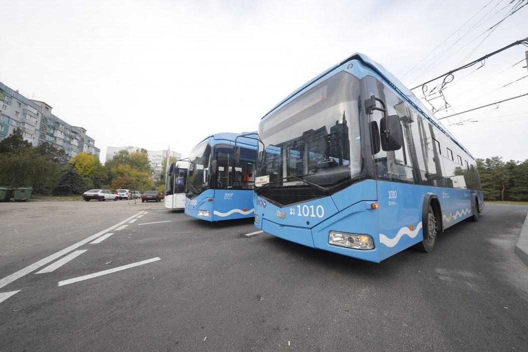 По Днепру уже месяц ездят электробусы