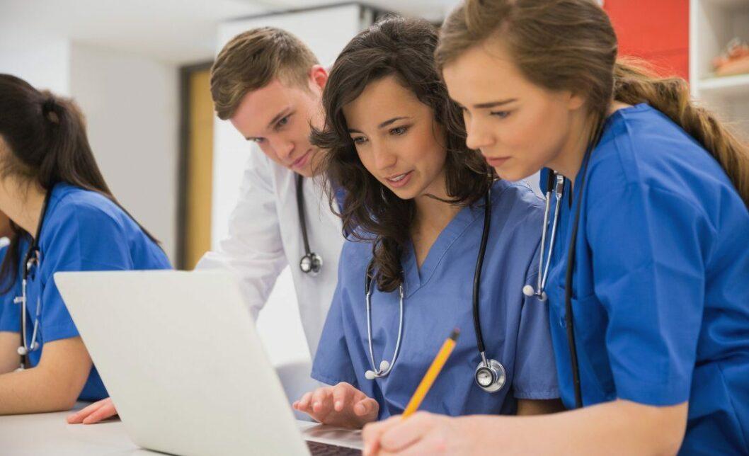 В связи с загруженностью врачей: к борьбе с COVID-19 хотят привлечь студентов-медиков