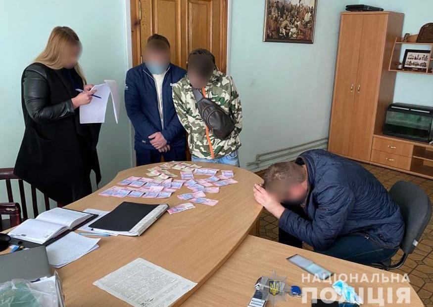 В Днепре подозреваемый в распространении наркотиков предлагал полицейскому взятку за своё освобождение