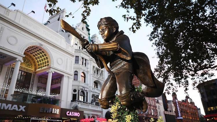 В центре Лондона установили памятник, посвященный Гарри Поттеру