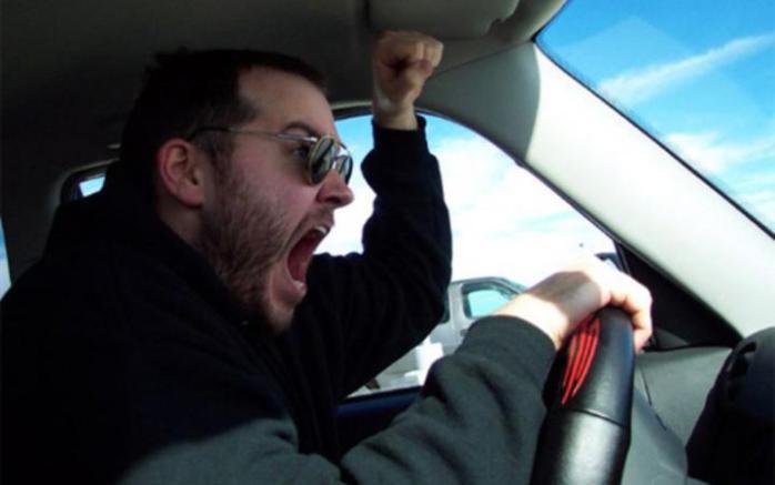 В Днепре агрессивный водитель маршрутки выгнал пассажирку из-за 25 копеек