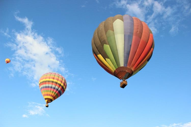 В небе над Днепром пролетали воздушные шары