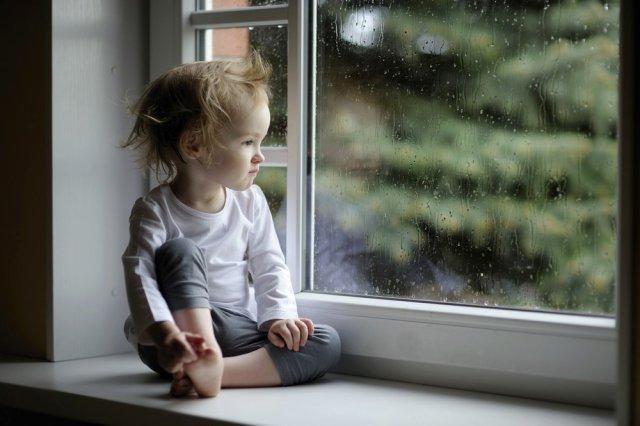 Родители года: в Днепре пара на двое суток оставила 4 детей дома без присмотра