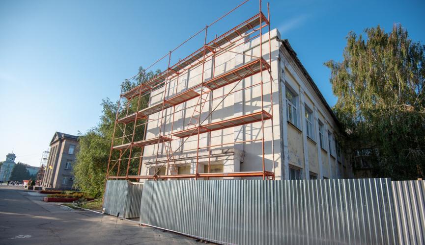 В Каменском начали реконструкцию коллегиума №16