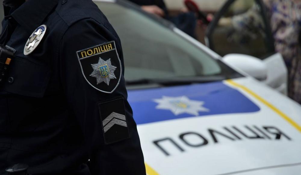 В Каменском 18-летний парень ударил полицейского ножом в живот